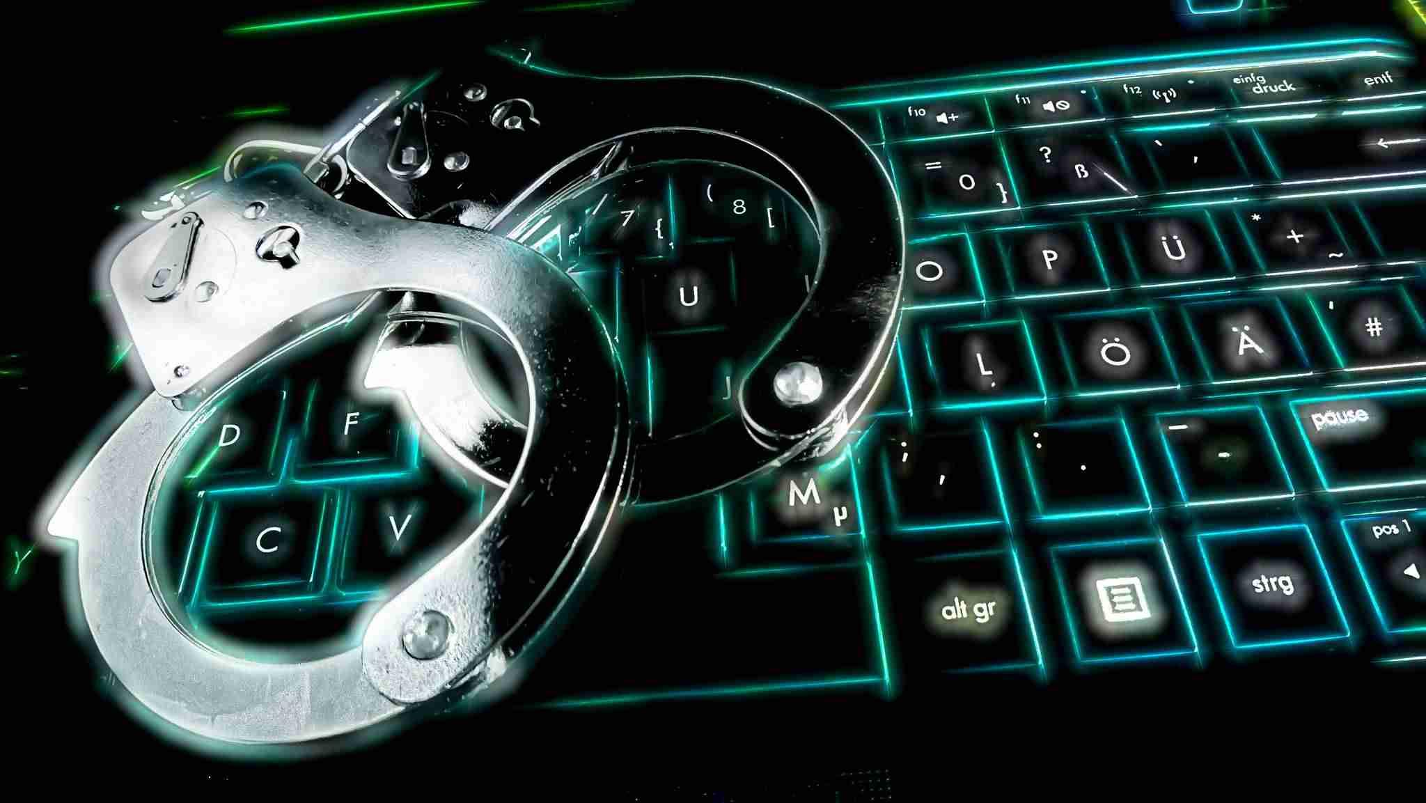 10 consejos para aumentar la seguridad de WordPress - Esposas sobre teclado